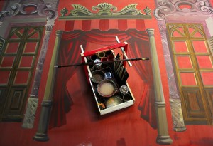 foto de pintura do cenário Cenografia e figurinos: Bruno Guerra